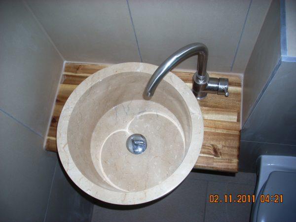Referenz der Firma E. Miller in Krailling, Würmtal aus dem Jahr 2011 in Bachern – Waschbecken