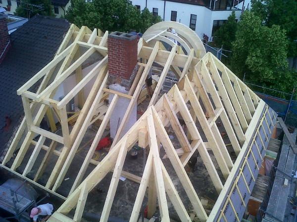Referenz der Firma E. Miller in Krailling, Würmtal aus dem Jahr 2012 in Planegg – Neuer Dachstuhl