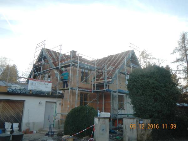 Referenz der Firma E. Miller in Krailling, Würmtal aus dem Jahr 2017 in Gräfelfing – Außenansicht während der Sanierung