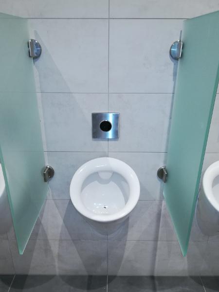 Referenz der Firma E. Miller in Krailling, Würmtal aus dem Jahr 2017 / 2018 im Raum München – Urinal