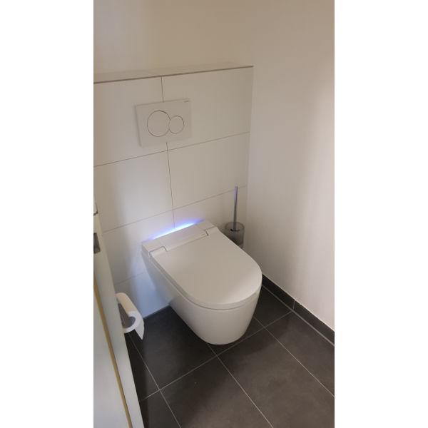 """Referenz """"Bädersanierung Bürogebäude"""" der Firma E. Miller in Krailling, Würmtal aus dem Jahr 2018 in München – Nachher Toilette"""