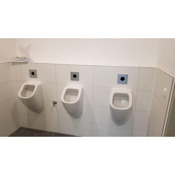 """Referenz """"Bädersanierung Bürogebäude"""" der Firma E. Miller in Krailling, Würmtal aus dem Jahr 2018 in München – Nachher Urinale"""