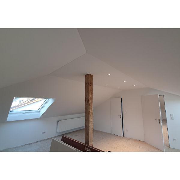 Referenz der Firma E. Miller in Krailling, Würmtal aus dem Jahr 2020 – Komplettsanierung Einfamilienhaus in Gilching – Dachgeschosszimmer