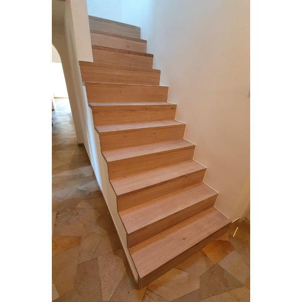 Referenz der Firma E. Miller in Krailling, Würmtal aus dem Jahr 2020 – Komplettsanierung Einfamilienhaus in Gilching – Holztreppe