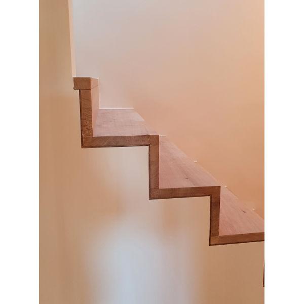 Referenz der Firma E. Miller in Krailling, Würmtal aus dem Jahr 2020 – Komplettsanierung Einfamilienhaus in Gilching – Treppendetails