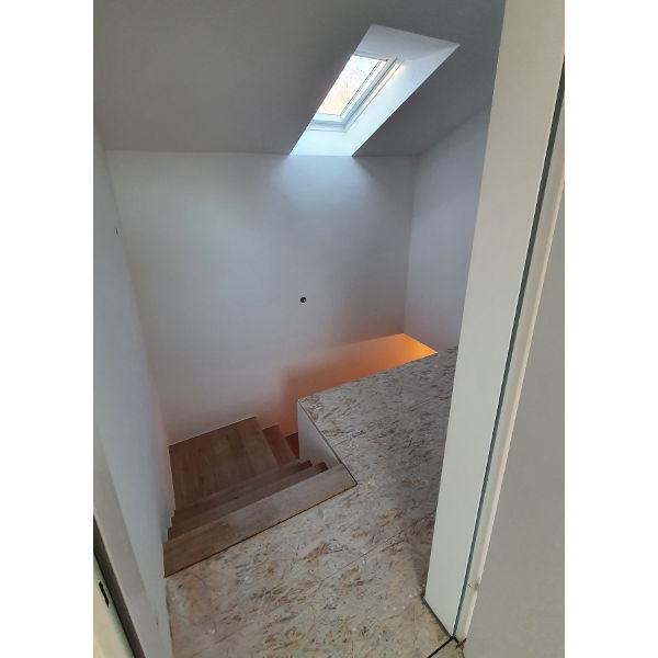Referenz der Firma E. Miller in Krailling, Würmtal aus dem Jahr 2020 – Komplettsanierung Einfamilienhaus in Gilching – Treppenhaus