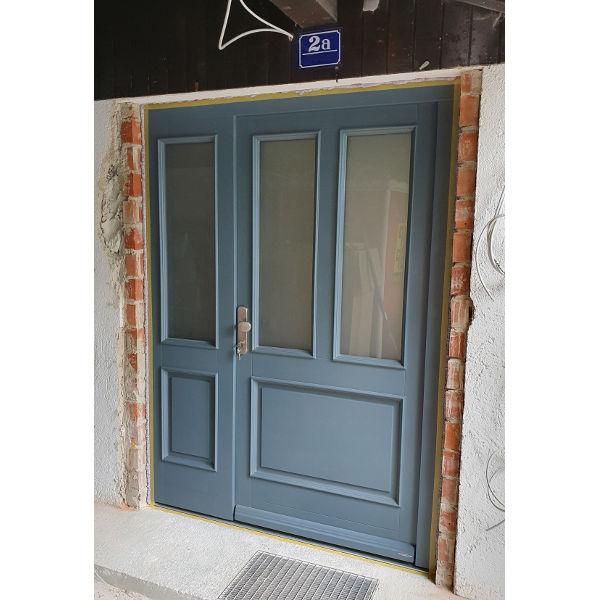 Referenz der Firma E. Miller in Krailling, Würmtal aus dem Jahr 2019 – Komplettsanierung Einfamilienhaus in München – Eingangstür